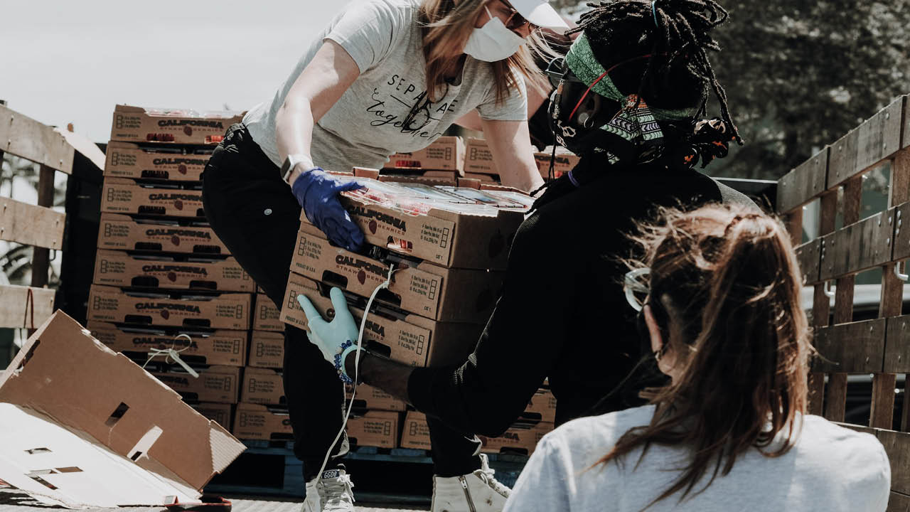 Relief workers wearing PPE masks. Image credit: Joel Muniz